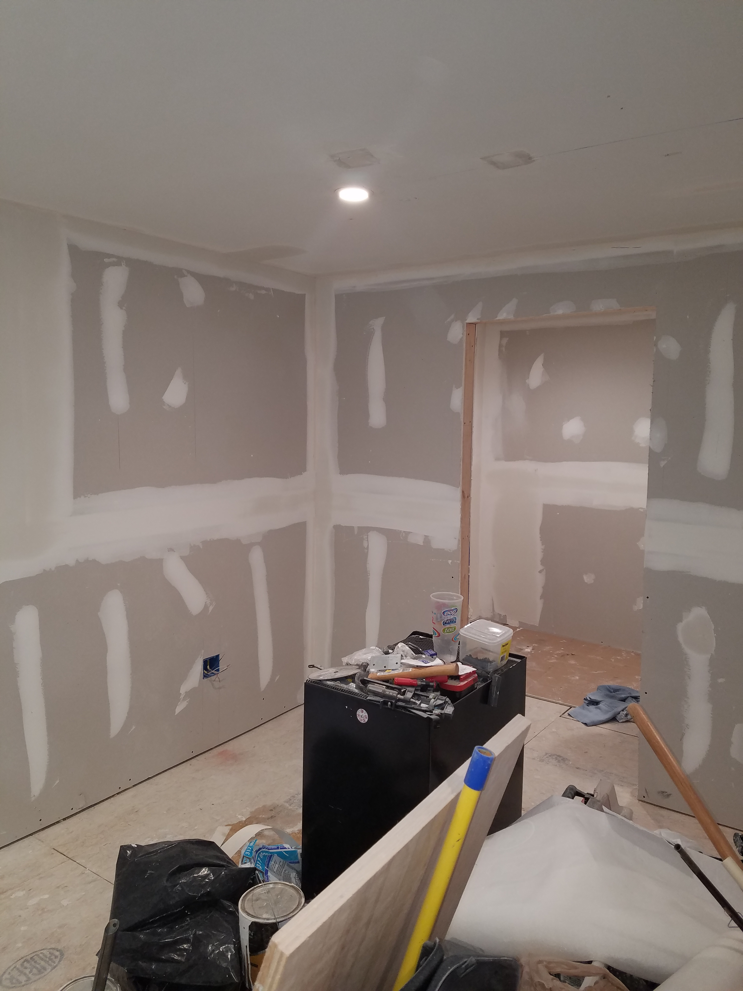 how to finish a ceiling with drywall mud